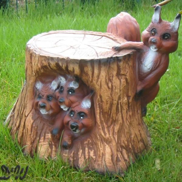 Eichhörnchen (4 Stück) am Baumstamm (lebensgroß)