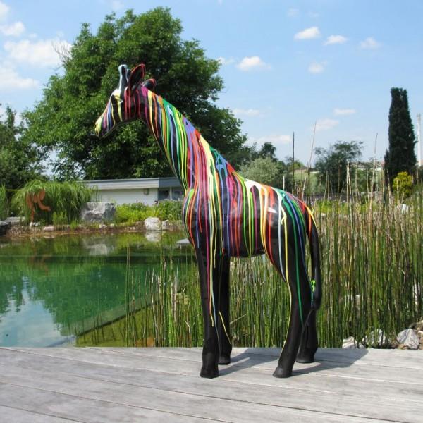 """Giraffe stehend 109 cm mit Kunstbemalung """"schwarz mit bunten Farbläufern"""""""