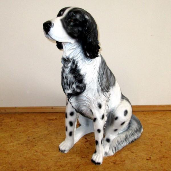 Münsterländer Hund schwarz sitzend (lebensgroß)