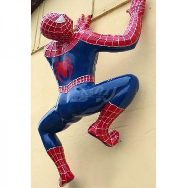 Spiderman hängend/kletternd rot/blau (überlebensgroß)