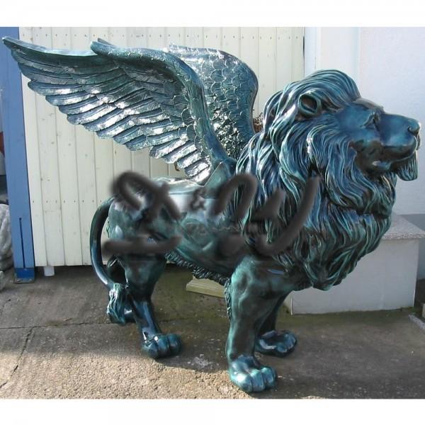 Löwe stehend mit Flügeln grün Patina (lebensgroß)