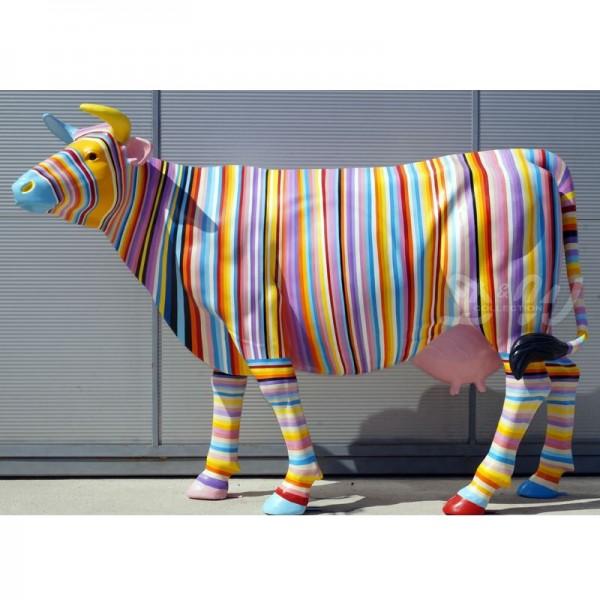 """Kuh mit Kunstbemalung """"bunte Streifen in Pastellfarben"""" (Lebensgroß)"""
