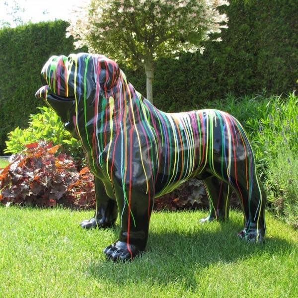 """englische Bulldogge Hund groß mit Kunstbemalung """"schwarz mit bunten Farbläufern"""""""