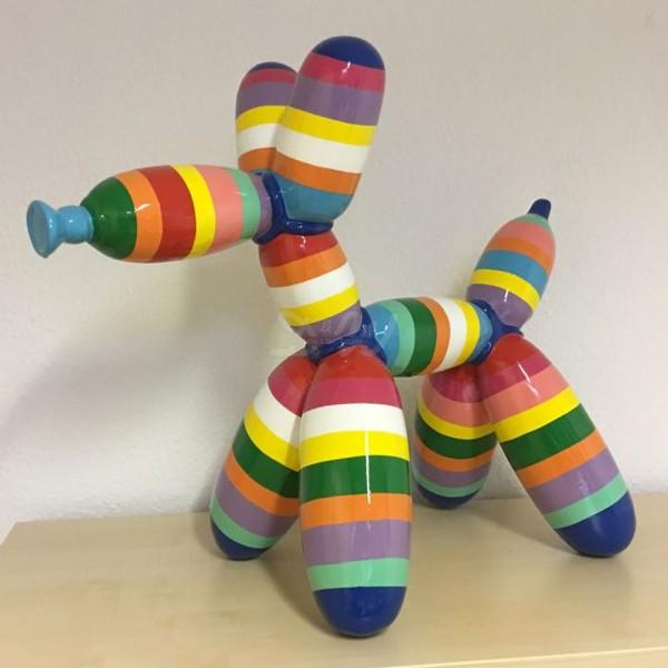 """Ballon Hund mit Kunstbemalung """"bunte Streifen in Pastellfarben"""" Luftballonhund (groß)"""