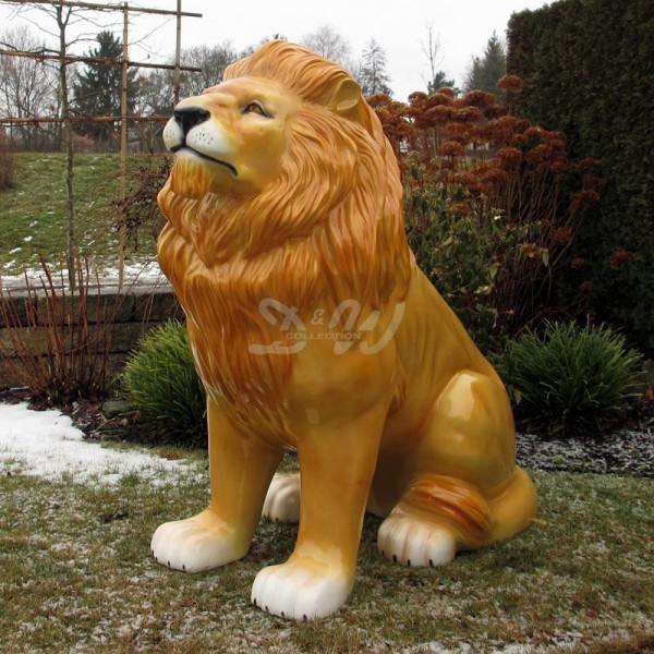 Löwe sitzend natur (lebensgroß)