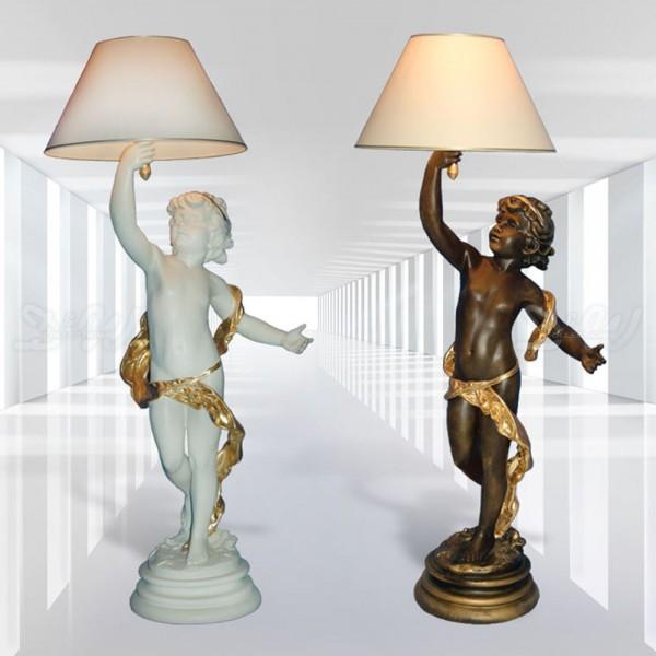 Amor mit Lampe stehend auf Sockel (groß)