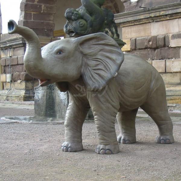 Elefant Baby stehend (lebensgroß)