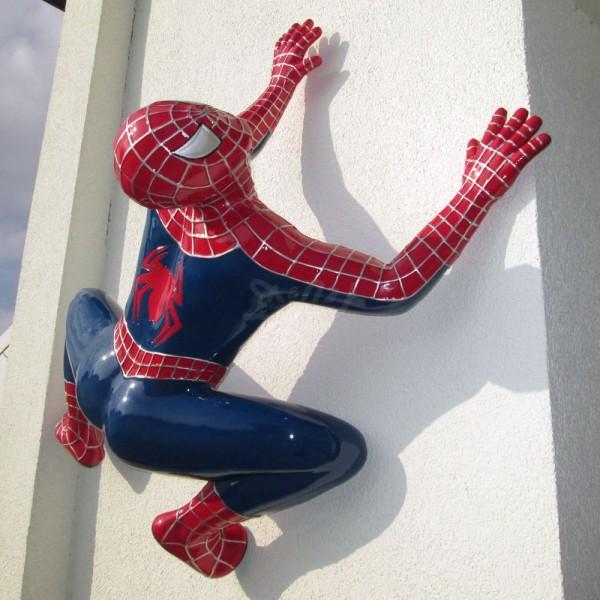 D&W Collection Deko Werbe Figur Spiderman hängend kletternd rot blau Kino Film Werbung