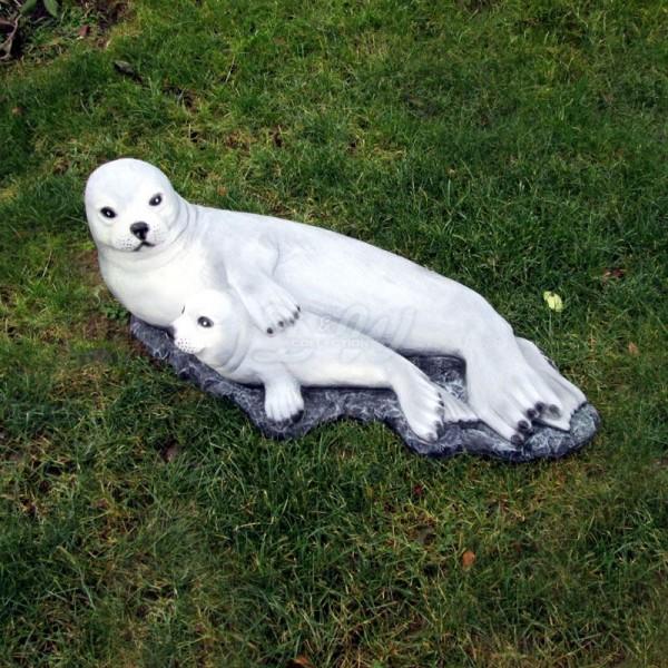 Seehund Robbe mit Heuler auf Fels (groß)