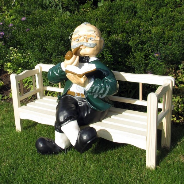 Opa Sitzend Auf Der Bank Klein
