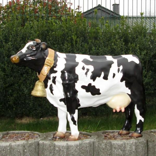 Kuh mit Glocke Amalia schwarz-weiß glatte Oberfläche Kopf gerade (klein)