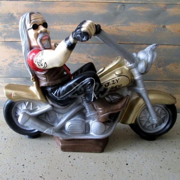 Biker auf Motorrad sitzend