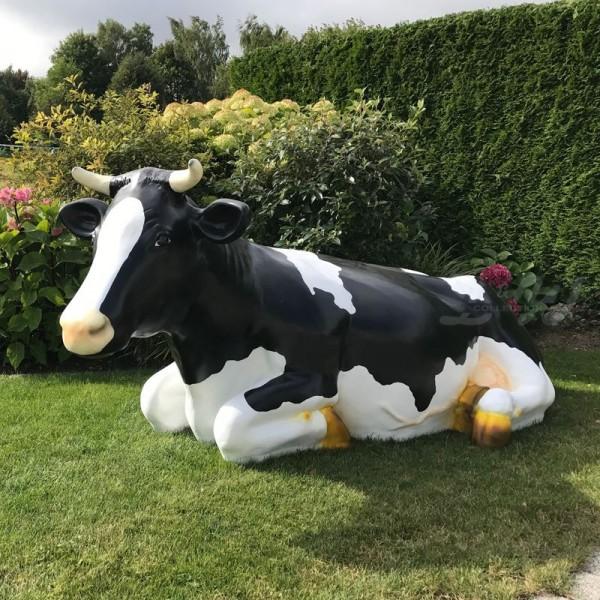 """Kuh Sissi """"liegend"""" schwarz-weiß (lebensgroß)"""