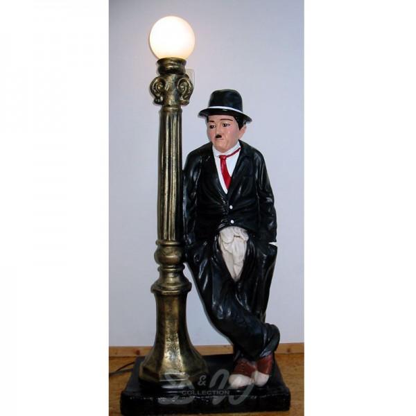 Charlie Chaplin an Laterne (groß)