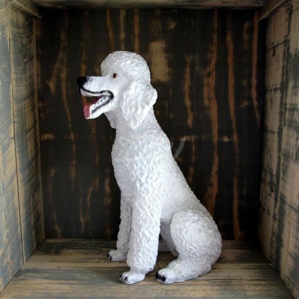 Pudel Hund sitzend weiß (lebensgroß)