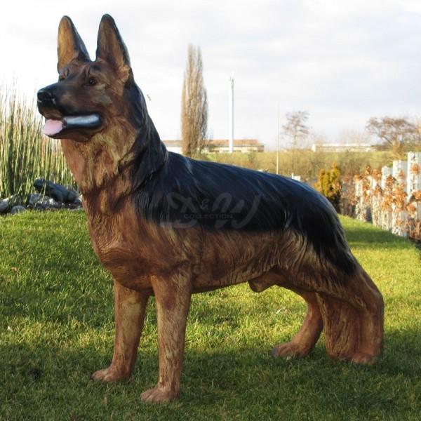Deutscher Schäferhund stehend (lebensgroß)