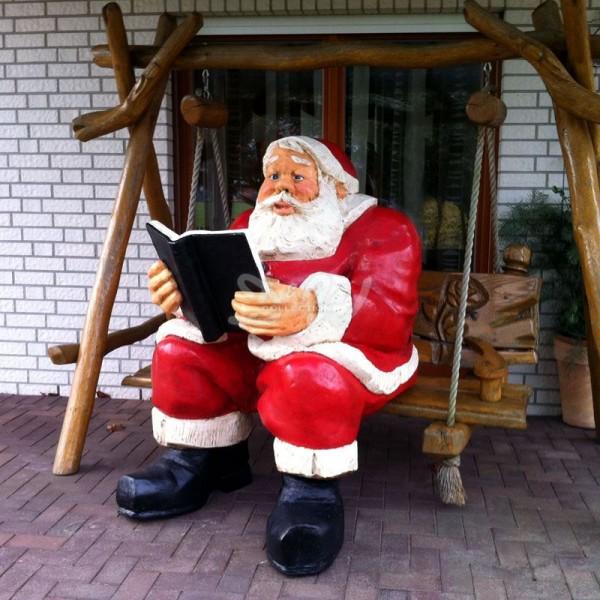Weihnachtsmann sitzend mit Buch (überlebensgroß)