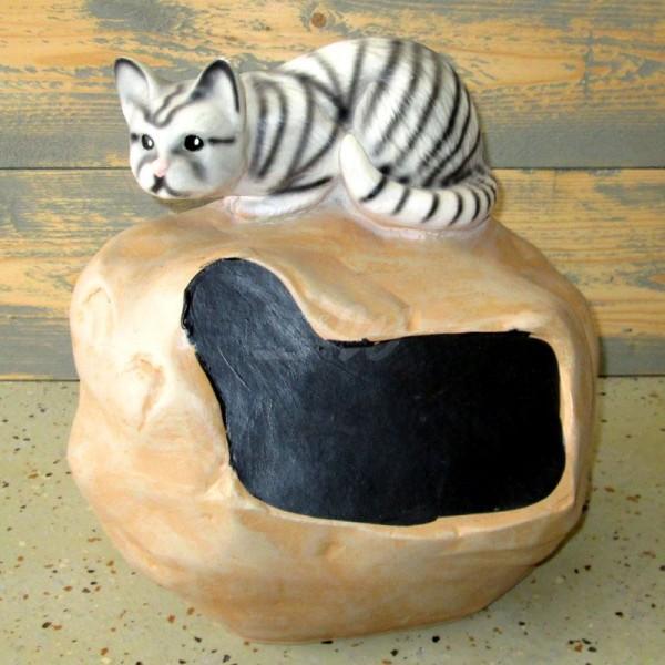 D&W Collection Deko Werbe Tier Figur Katze Kitten liegt auf Findling Werbung Garten Dekoration günstig kaufen