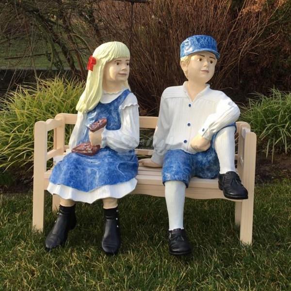 D&W Collection Deko Werbe Figur Friesenkinder Junge Mädchen auf Holzbank Garten Dekoration Werbung günstig kaufen