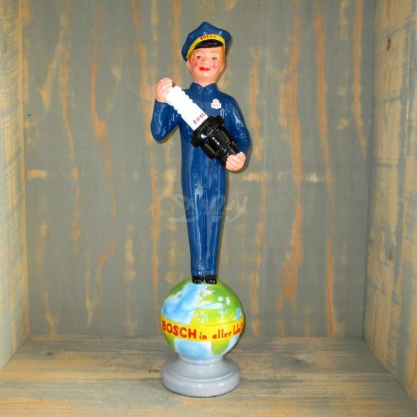 D&W Collection Deko Figur Bosch Mann mit Zündkerze auf Weltkugel Auto Werkstatt Tankstelle Werbung