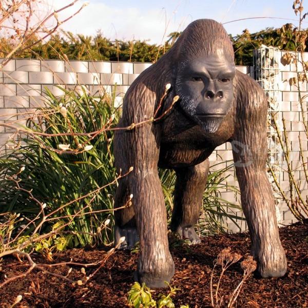 Gorilla Affe Bruce stehend schwarz-braun (mittel)