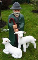 Schäfer stehend mit Hirtenstab & 2 Schafen liegend & stehend (groß)