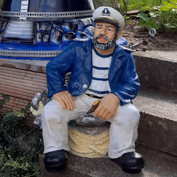 D&W Collection Deko Werbe Figur maritim Kapitän Seemann sitzend mit Pfeife Meer Dekoration Werbung günstig kaufen