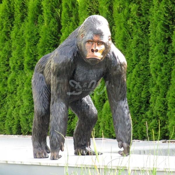 Gorilla Affe Bruce stehend schwarz-braun (lebensgroß)