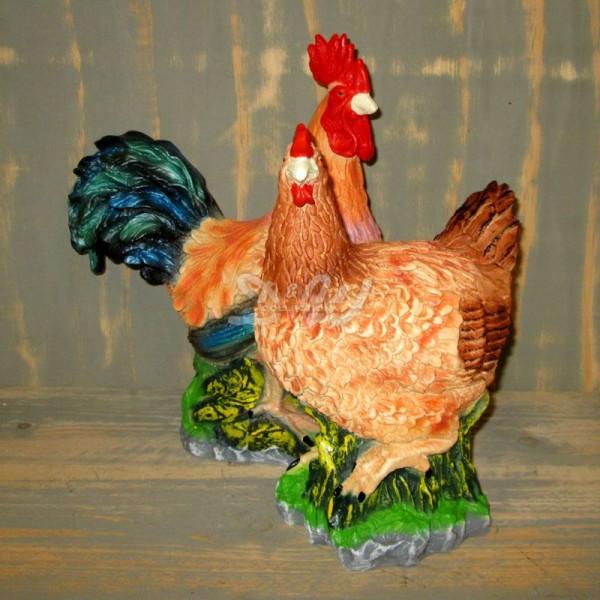 Huhn & Hahn 2er Set braun mit bunten Schwanzfedern (lebensgroß)