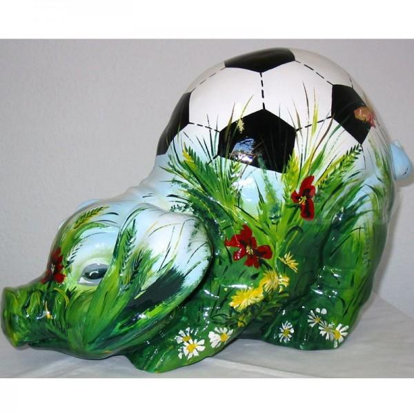 """Schwein mit Kunstbemalung """"Fußball auf Sommerwiese"""""""
