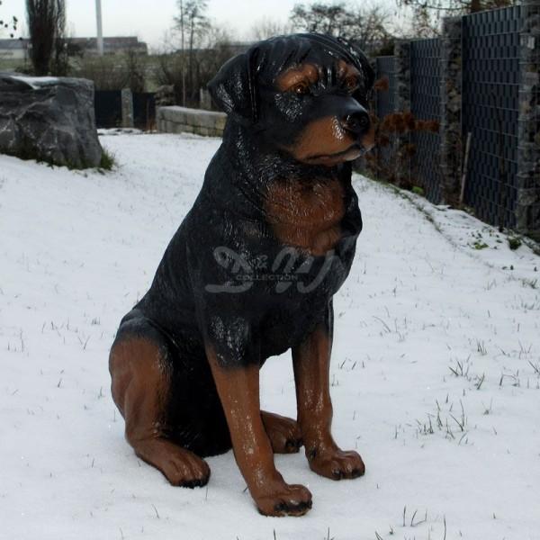 Rottweiler Hund sitzend schwarz (lebensgroß)