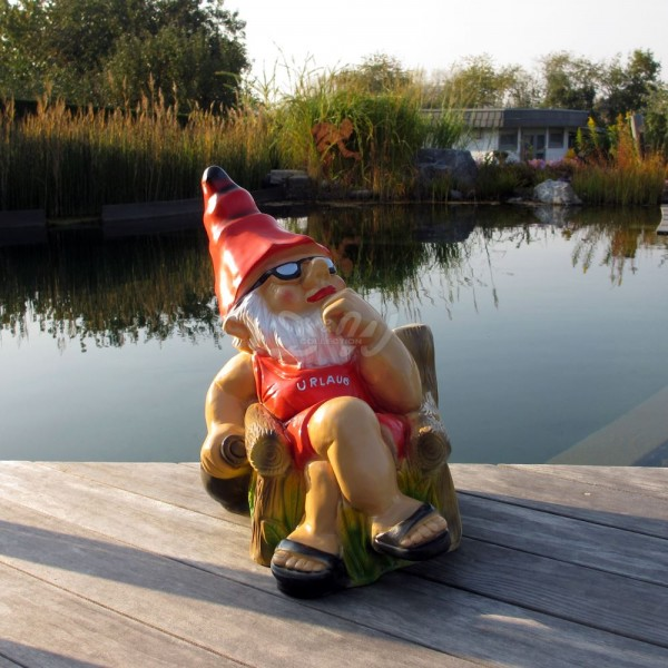 D&W Collection Deko Werbe Figur Garten Zwerg Dwarf Urlauber im Gartenstuhl Dekoration Werbung günstig kaufen