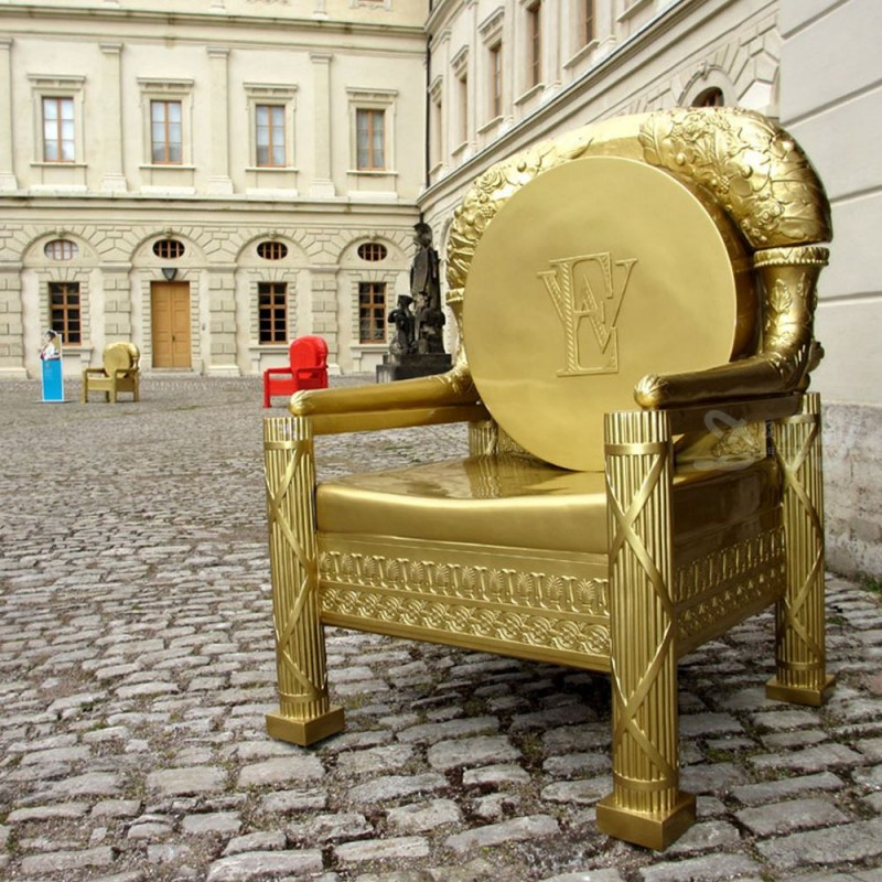 Ref-Throne-2