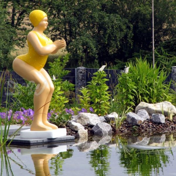 """Badende Schwimmerin """"Elli"""" stehend Badeanzug in Gelb"""